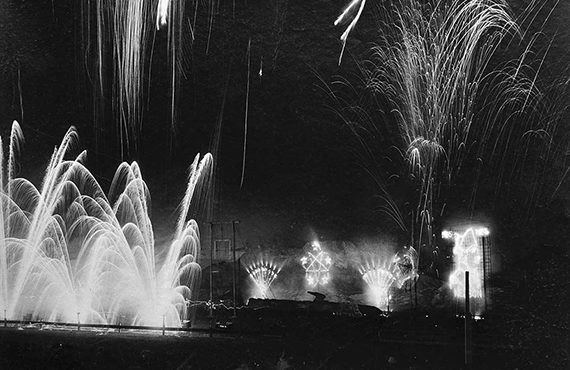 1905-CNE-fireworks-display-Toronto__570x430